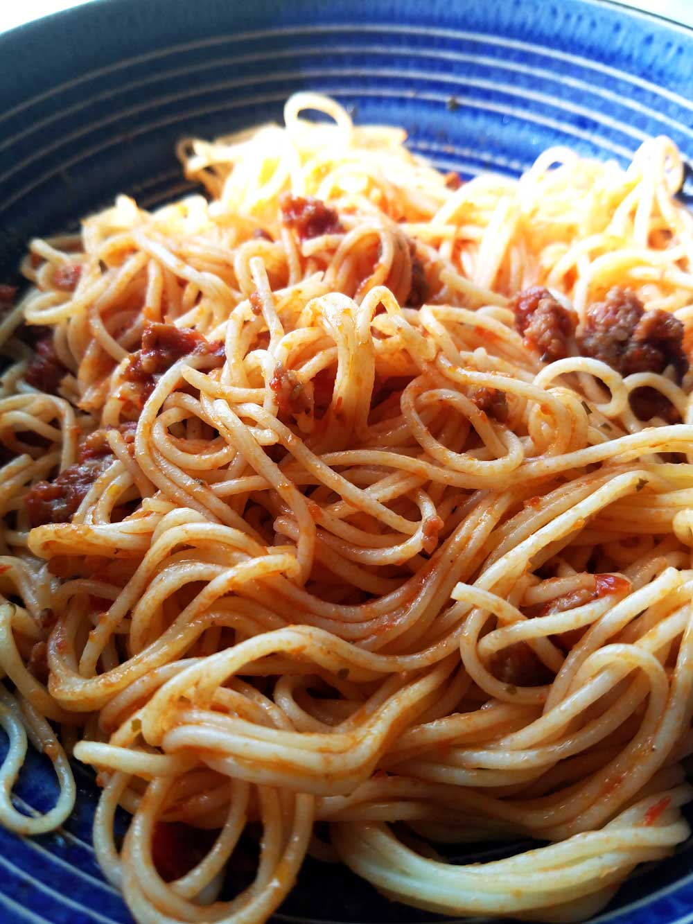 spaghetti on a blue plate